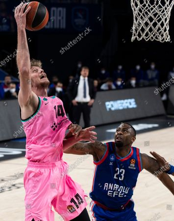Barcelona's Artem Pustovyi (L) in action against Anadolu Efes' James Anderson (R) during the Euroleague basketball match between Anadolu Efes and Barcelona in Istanbul, Turkey, 22 December 2020.