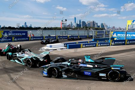 Mitch Evans (NZL), Panasonic Jaguar Racing, Jaguar I-Type 3 leads Gary Paffett (GBR), HWA Racelab, VFE-05