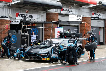 Pit stop, Daniel Juncadella, R-Motorsport, Aston Martin Vantage AMR.