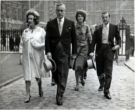 The Earl Of Mountbatten Arriving With His Two Daughters (l) Lady Pamela Hicks And (r) Patricia Lady Brabourne - Countess Mountbatten Of Burma To Princess Alexandra's Wedding. On Right Is 7th Lord Brabourne.