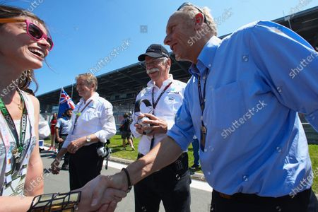 Hans-Joachim Stuck and Dieter Zetsche greet a VIP on the grid.