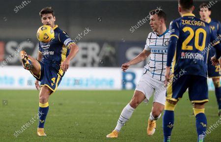 Hellas Verona's Miguel Veloso (L) and Inter's Ivan Perisic in action during the Italian Serie A soccer match Hellas Verona FC vs FC Inter at Marcantonio Bentegodi stadium in Verona, Italy, 23 December 2020.