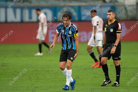 Pedro Geromel of Gremio and referee Marcelo de Lima Henrique; Arena de Gremio, Porto Alegre, Rio Grande do Sul, Brazil; Brazilian Cup Football, Gremio versus Sao Paulo.