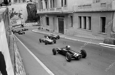 Rob Slotemaker, Downton Engineering, Cooper T72 BMC, chases a number of cars in the Formula 3 race, including number 31, Franz Muller, Lotus 31 Ford.