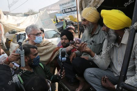 TMC MP Derek O'Brien interacts with farmers during the ongoing protest over the new farm laws at Singhu (Delhi-Haryana border) on December 23, 2020 near New Delhi, India.
