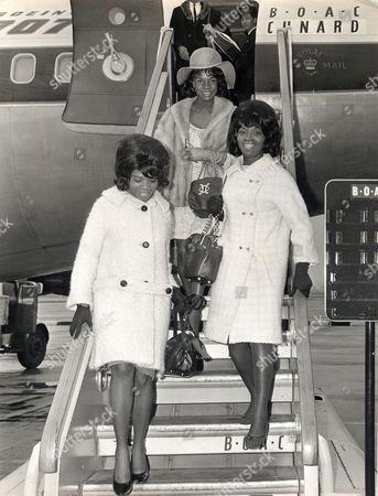 Pop Group Martha And The Vandellas Arriving At Heathrow; (l-r) Rosalind Ashford Betty Kelley Martha Reeves