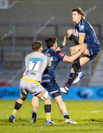 Sam James of Sale Sharks wins the high ball; AJ Bell Stadium, Salford, Lancashire, England; English Premiership Rugby, Sale Sharks versus Wasps.