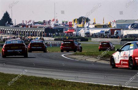 Matt Neal, Honda Racing, Honda Civic Type-R, leads Alan Morrison, Honda Racing, Honda Civic Type-R, James Thompson, VX Racing, Vauxhall Astra Coupé, Paul O'Neill, VX Racing, Vauxhall Astra Coupé, and Yvan Muller, VX Racing, Vauxhall Astra Coupé.