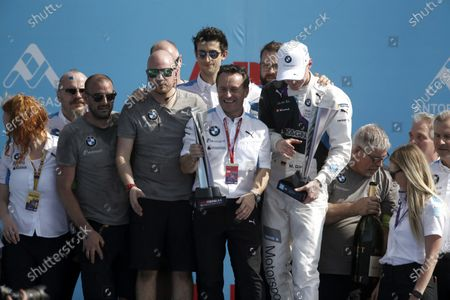 Roger Griffiths, Team Principal, BMW i Andretti Motorsports and Maximilian Günther (DEU), BMW i Andretti Motorsports celebrate victory with the team on the podium