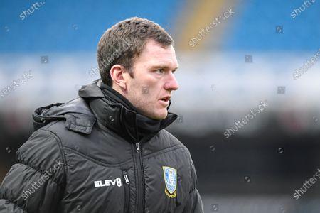 Craig Gardner first team coach of Sheffield Wednesday leads the warm up