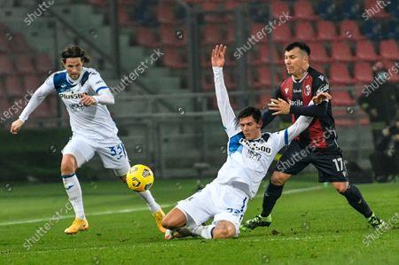 foul of Gary Medel (Bologna FC)