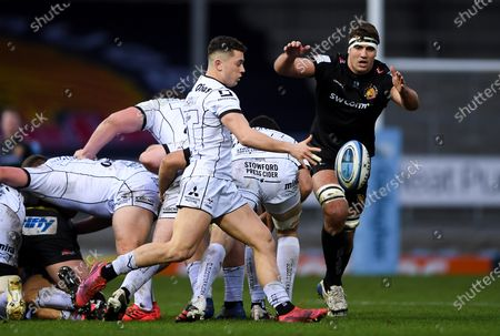 Charlie Chapman of Gloucester Rugby clears the ball as Sam Skinner of Exeter Chiefs marks