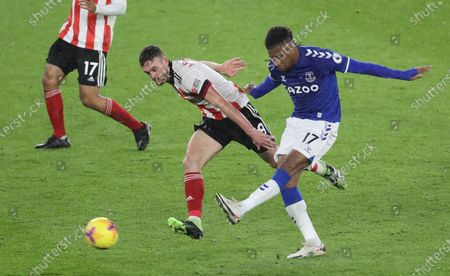 Jack Robinson (L) of Sheffield in action against Alex Iwobi of Everton during the English Premier League soccer match between Sheffield United and Everton FC in Sheffield, Britain, 26 December 2020.