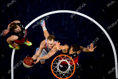 Brussels' Louis Hazard and Spirou's Noah Fogang fight for the ball during the basketball match between Phoenix Brussels and Spirou Charleroi, Saturday 26 December 2020 in Brussels, on the sixth day of the 'EuroMillions League' Belgian first division basket championships, in the group A.