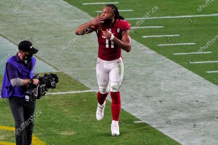Arizona Cardinals wide receiver Larry Fitzgerald (11) blows a kiss towards the stands as he leaves the field after an NFL football game against the San Francisco 49ers, in Glendale, Ariz. The 49ers won 20-12