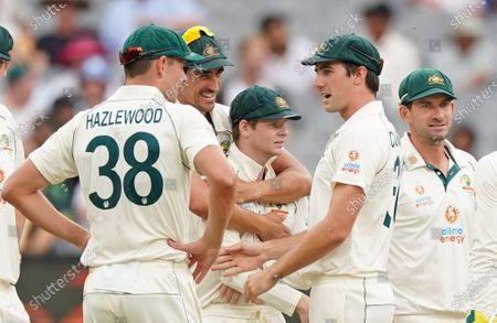 Steven Smith (C) of Australia is congratulated by his teammates after dismissing Hanuma Vihari of India during day two of the second Test Match between Australia and India at The MCG, Melbourne, Australia, 27 December 2020.