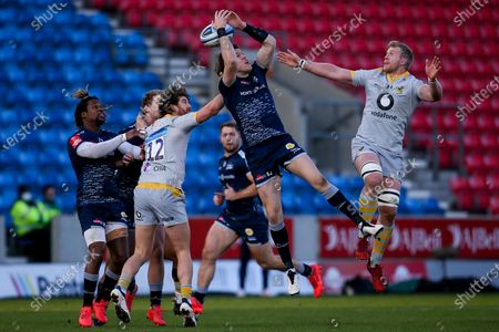 Luke James of Sale Sharks is challenged by Ben Morris of Wasps