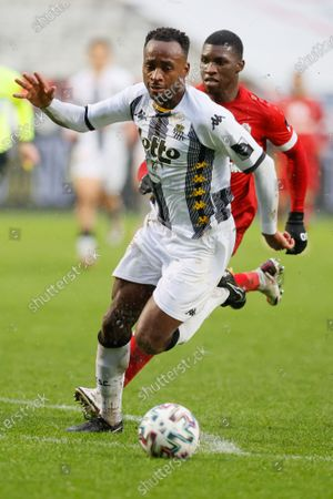 Charleroi's Saido Berahino pictured in action during a soccer match between Royal Antwerp FC and Sporting Charleroi, Sunday 27 December 2020 in Antwerp, on day 19 of the 'Jupiler Pro League' first division of the Belgian championship.