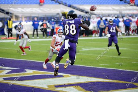 Baltimore Ravens wide receiver Dez Bryant (88) catches a touchdown pass from quarterback Lamar Jackson, not visible, during the second half of an NFL football game against the New York Giants, in Baltimore