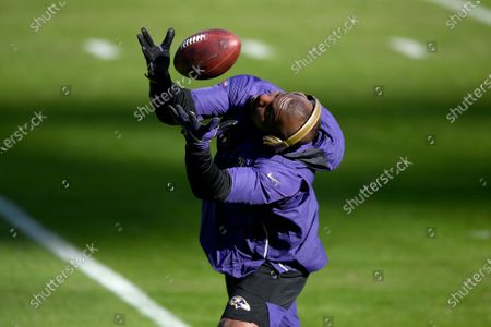 Baltimore Ravens wide receiver Dez Bryant works out prior to an NFL football game against the New York Giants, in Baltimore