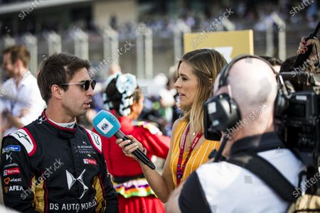 TV Presenter Nicki Shields talks with Antonio Felix da Costa (PRT), DS Techeetah on the grid