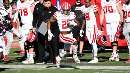 Louisiana-Lafayette running back Chris Smith (21) runs upfield in the first quarter during the First Responder Bowl NCAA college football game against UTSA in Dallas
