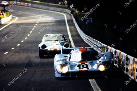 Pedro Rodriguez / Jackie Oliver, John Wyer Automotive Engineering, Porsche 917 LH, leads Björn Waldegård / Bernard Chenevière, Ecurie Jean Sage, Porsche 911 S.