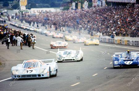 Jo Siffert / Derek Bell, John Wyer Automotive Engineering, Porsche 917 LH, leads Mark Donohue / David Hobbs, North American Racing Team (Roger Penske/Kirk F. White), Ferrari 512 M, and Dr. Helmut Marko / Gijs van Lennep, Martini International Racing Team, Porsche 917 K, on the formation lap.