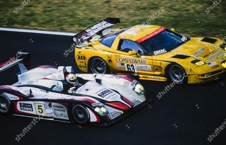 Ron Fellows / Johnny O'Connell / Max Papis, Corvette Racing, Chevrolet Corvette C5-R alongside Rinaldo Capello / Tom Kristensen / Seiji Ara, Audi Sport Japan Team Goh, Audi R8.