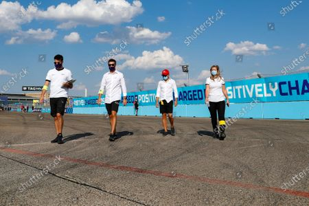 Felipe Massa (BRA), Venturi walks the track with members of his team
