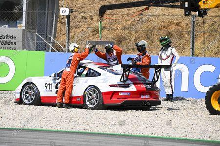 Michael Fassbender (IRE, Porsche Motorsport) retires from the race