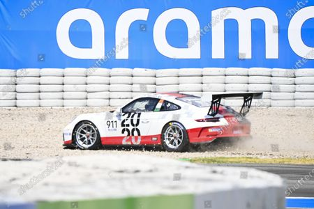 Michael Fassbender (IRE, Porsche Motorsport), ends up in the gravel under a crash at the start
