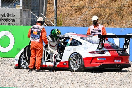 Michael Fassbender (IRE, Porsche Motorsport), climbs out of his damaged car after a crash at the start