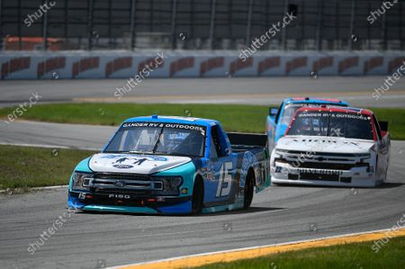 #15: Tanner Gray, DGR-Crosley, Ford F-150 Ford Place of Hope, #22: Austin Wayne Self, AM Racing, Chevrolet Silverado AIRBOX Air Purifiers