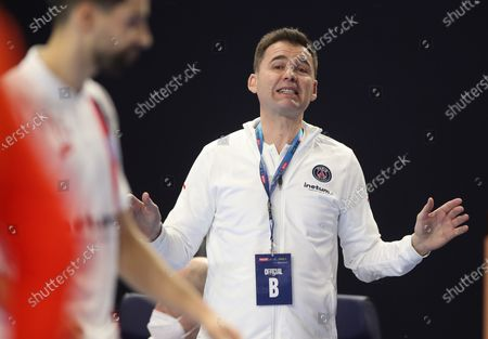 PSG's head coach Raul Gonzalez reacts during the 2020 EHF FINAL4 Handball Champions League semi final match between FC Barcelona and Paris Saint-Germain in Cologne, Germany, 28 December 2020.