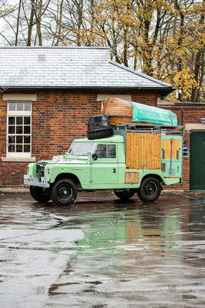A classic Land Rover that chef Hugh Fearnley-Whittingstall converted into his very own mobile gastropub has sold at auction for nearly £30,000.
