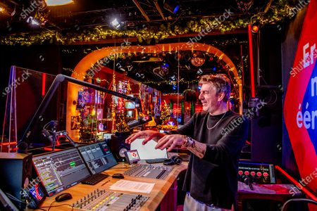 Dj Ruud de Wild and Nicky Romero will be played during the Top 2000. Due to the corona virus there will be no live audience, but everyone can still be virtually present in the Top 2000 Cafe via TV screens.