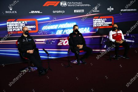 Simon Roberts, Acting Team Principal, Williams Racing, Guenther Steiner, Team Principal, Haas F1, and Frederic Vasseur, Team Principal, Alfa Romeo Racing, in the Team Principals Press Conference