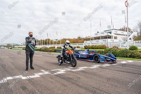 Stock Photo of Karun Chandhok, Envision Virgin Racing Gen-2 ABB Formua E car, races drone pilot Luke Bannister and the all-electric Harley Davidson LiveWire. Photo: Jayson Fong/Goodwood