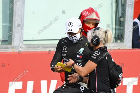 Stock Image of Lewis Hamilton, Mercedes-AMG Petronas F1, and Angela Cullen, Physio for Lewis Hamilton, on the grid