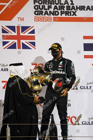 Sheikh Abdullah bin Hamad bin Isa Al Khalifa presents Lewis Hamilton, Mercedes-AMG Petronas F1, 1st position, with the winners trophy