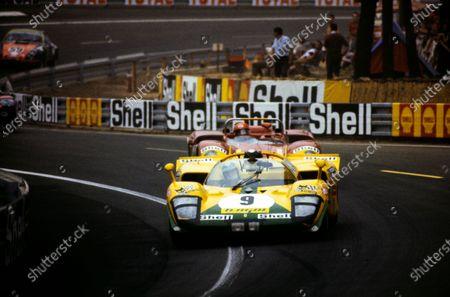 Josè Juncadella / Juan Fernandez, Escuderia Montjuich, Ferrari 512 S, leads Giovanni Galli / Rolf Stommelen, Autodelta SpA, Alfa Romeo T33/3.