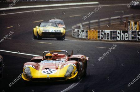 Giovanni Galli / Rolf Stommelen, Autodelta SpA, Alfa Romeo T33/3, leads Henri Greder / Jean-Pierre Rouget, Greder Racing, Chevrolet Corvette.