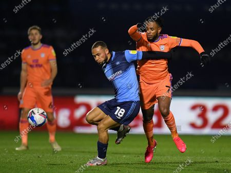 Curtis Thompson of Wycombe Wanderers holds off the challenge from Leandro Bacuna of Cardiff City