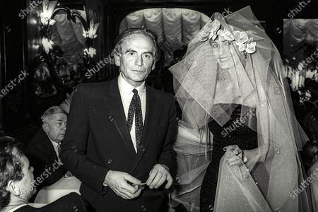 Pierre Cardin au restaurant Maxim's a Paris lors de son defile de mode en 1980