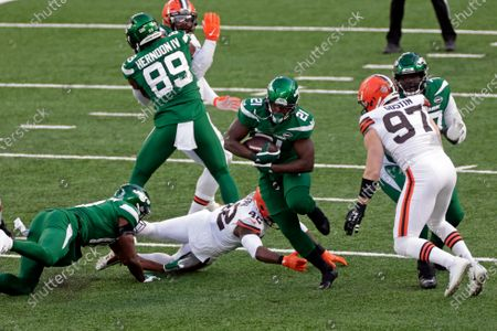 New York Jets running back Frank Gore (21) in action during an NFL football game against the Cleveland Browns, in East Rutherford, N.J