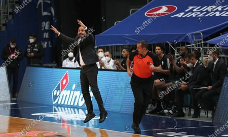 Villeurbanne's head coach TJ Parker reacts  during the EuroLeague basketball match between Fenerbahce  and Asvel Villeurbanne  in Istanbul, Turkey 30 December  2020.