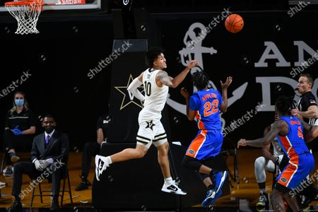 Vanderbilt forward Myles Stute (10) and Florida guard Tyree Appleby (22) compete for a ball during an NCAA college basketball game, in Nashville, Tenn