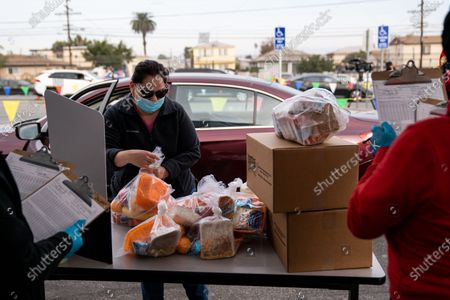 Stock Picture of Los Angeles Unified School District Superintendent Austin Beutner, dressed as Santa Claus, gives out gifts and candy during an event at Washington Prep High School on Wednesday, Dec. 23, 2020 in Los Angeles, CA. (Kent Nishimura / Los Angeles Times)