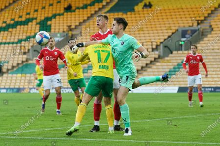 Barnsley Goalkeeper Jack Walton (1) clears the ball over Emi Buendía of Norwich City (17)